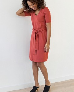 Women Tie Waist Dress In Stretch Jersey by Hanna Andersson
