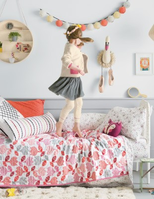 HANNA HOME; new sheets + quilts, all in queen size